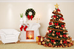 Una sala de estar del adornamiento en el tiempo de la Navidad con la chimenea, abeto Fotografía de archivo libre de regalías