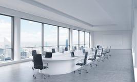 Una sala de reunión panorámica moderna brillante en una oficina moderna con la opinión de New York City Fotografía de archivo libre de regalías