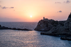 Una salida del sol hermosa en el Blanca de Sa Penya del ² de Racà Foto de archivo