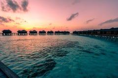 Una salida del sol hermosa en los Maldivas imagen de archivo