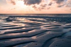 Una salida del sol hermosa en los Maldivas imagen de archivo libre de regalías
