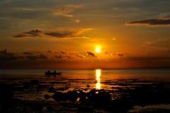 Una salida del sol tropical tranquila de la mañana Imágenes de archivo libres de regalías