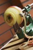 Una sbucciatura della mela fotografia stock