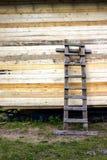 Una scala di legno, fatta a mano Immagini Stock