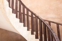Una scala tradizionale in una casa dell'Oman Nizwa, Oman Immagini Stock