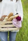 Una scatola di pane immagine stock