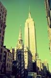 Una scena della via di Manhattan, New York, le costruzioni guarda così piacevole fotografia stock libera da diritti