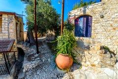 Una scena della via posteriore nel villaggio medievale di Lofou Limassol Immagine Stock