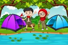 Una scena di campeggio di due bambini royalty illustrazione gratis