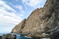 Una scogliera nell'isola di Gomera della La, isole Canarie fotografia stock