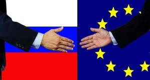 Una scossa dell'uomo di affari mano, la Russia e UE Fotografia Stock