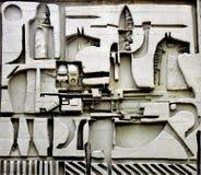 Una scultura di pietra di 2 spearmen a cavallo fotografia stock libera da diritti