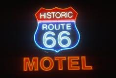 Una señal de neón que lee el ½ histórico del ¿de Route 66 Motelï del ½ del ¿del ï imagenes de archivo