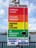 Una señal de peligro bajo la forma de tablero de indicador que alerta a gente al peligro de Foto de archivo