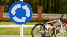 Una señal de tráfico con las bicicletas 2 imagenes de archivo