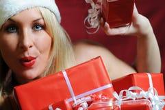 Una señora muy atractiva Papá Noel Imagenes de archivo