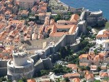 Una sección de la pared de la ciudad en Dubrovnik Fotografía de archivo libre de regalías