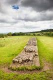 Una sección de la pared del ` s de Hadrian en Northumberland fotos de archivo