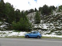 Una sede di automobile Ibiza nelle alpi Fotografia Stock Libera da Diritti