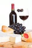 Una selección del queso con el vino Fotografía de archivo libre de regalías