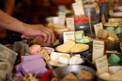 Una selezione dei saponi fatti domestici Immagine Stock
