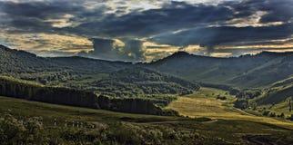 Una sera di estate nelle montagne Fotografia Stock