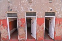 Una serie de celdas de prisión foto de archivo libre de regalías