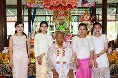Una serie di riti di inizio che sono cambiato al nuovo uomo al tempio Tailandia Immagine Stock Libera da Diritti