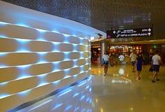 Una sezione interessante dentro ION Orchard Shopping Mall Singapore Fotografia Stock Libera da Diritti