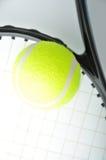 Una sfera di tennis sulla racchetta Immagine Stock Libera da Diritti