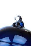 Una sfera di vetro blu di natale Fotografie Stock Libere da Diritti
