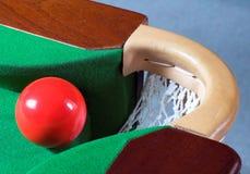 Una sfera rossa dello snooker Fotografie Stock Libere da Diritti