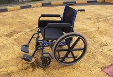 Una silla de ruedas foto de archivo
