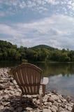 Una silla por el río Fotografía de archivo libre de regalías