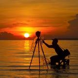Una silueta del fotógrafo fotografía de archivo