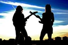 Una siluetta delle due donne di rock-and-roll Immagini Stock Libere da Diritti