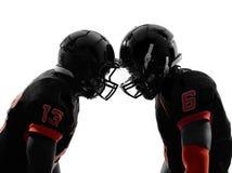 Una siluetta faccia a faccia di due giocatori di football americano Immagine Stock