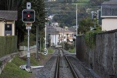Una singola intestazione ferroviaria alla città Fotografia Stock Libera da Diritti