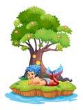 Una sirena cerca de la casa del árbol ilustración del vector