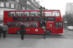 'Una sombra de autobús de Londres del rojo' - Foto de archivo