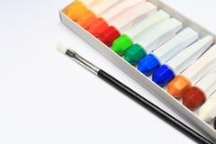 Una spazzola e un gruppo di colore di acqua per dipingere immagine stock libera da diritti