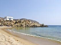 Una spiaggia calma nell'isola di Mykonos, fotografia stock libera da diritti