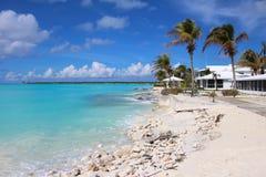 Una spiaggia in Long Island, Bahamas fotografie stock libere da diritti