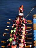 Una squadra di Dragonboat pronta per la corsa Fotografie Stock