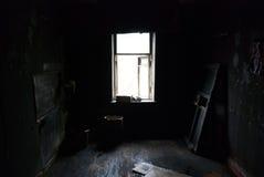 In una stanza nera nera Fotografia Stock Libera da Diritti