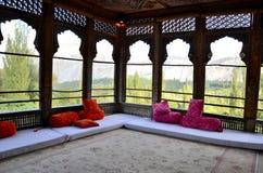 Una stanza reale che trascura le montagne al palazzo Gilgit Baltistan Pakistan di Khaplu Fotografia Stock Libera da Diritti