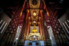 Una statua antica di Buddha negli impiegati di Wat Nah Phramen Chapel Buddhist Fotografia Stock