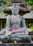 Una statua di Buddha al tempio di Borobudur in Indonesia Fotografie Stock