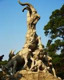 Una statua di cinque capre nella città Cina di Canton Fotografia Stock