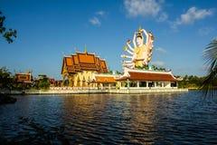 Una statua di diciotto armi Buddha Parte del tempio Fotografia Stock Libera da Diritti